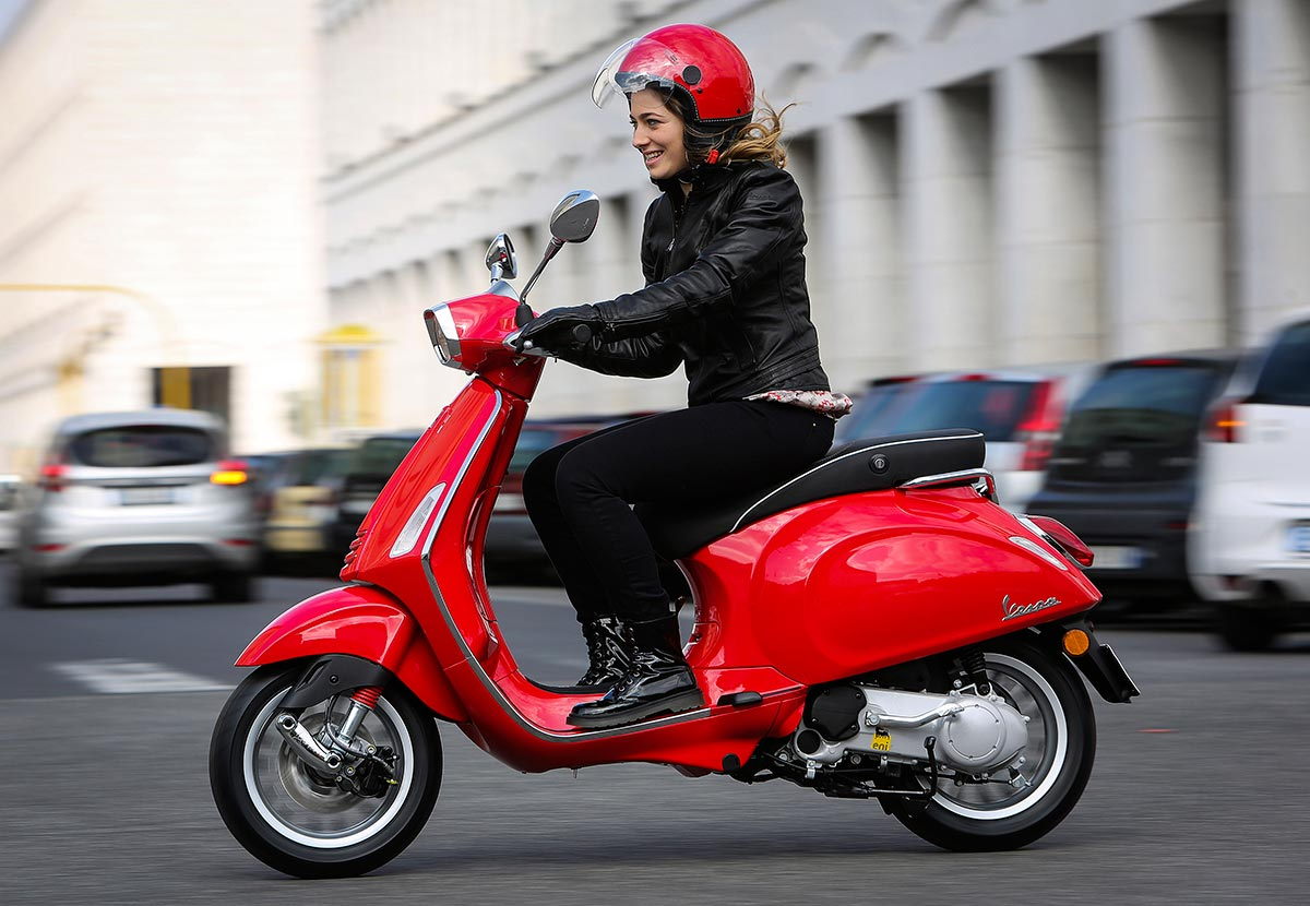 scooter-vespa-sprint-125-2014-action
